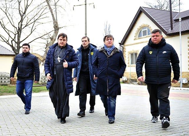 Футбольный клуб «Анжи» передал полмиллиона рублей семьям жертв трагедии в Кизляре