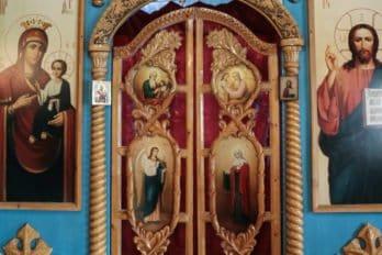 Царские врата - резьба по дереву (работа о. Евгения)