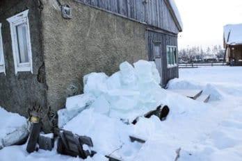 Воду на севере хранят в кубах льда