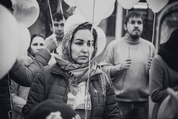 Черно-белые шары: день траура в России