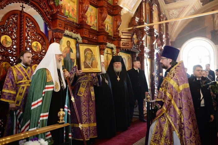 Патриарх Кирилл освятил отреставрированный Воздвиженский храм на Чистом Вражке