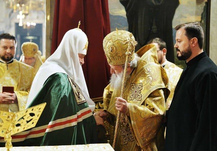 Патриархи Кирилл и Неофит совершили Литургию в главном храме Болгарии