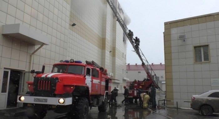 Неизвестный мужчина вывел детей из кинозала горевшего в Кемерово ТЦ