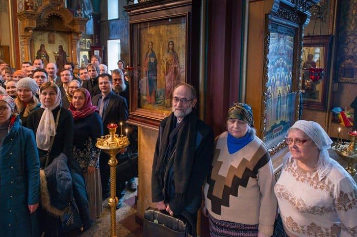 Прихожане храма Валаамского подворья в Москве с трудом уместились на одном фото