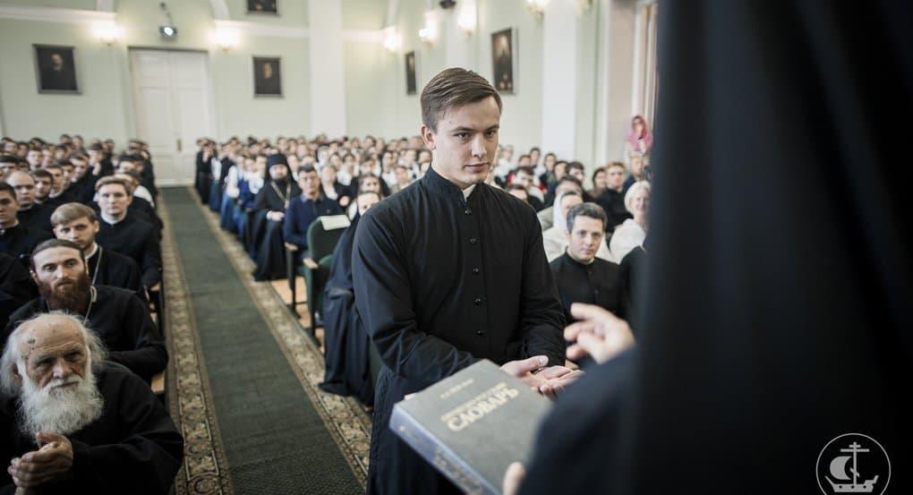 Семинаристов надо готовить не для зачета, а для будущего служения, - митрополит Варсонофий