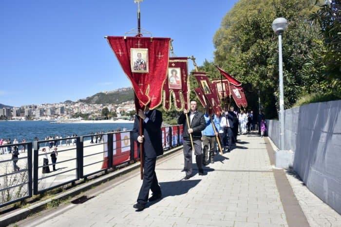 Моментально в море: 5 особенностей Пасхи в Черногории