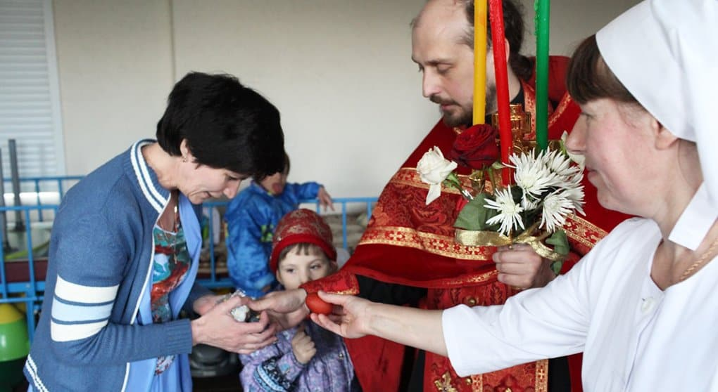 Более 17 тысяч нуждающихся поздравит с Пасхой служба «Милосердие»