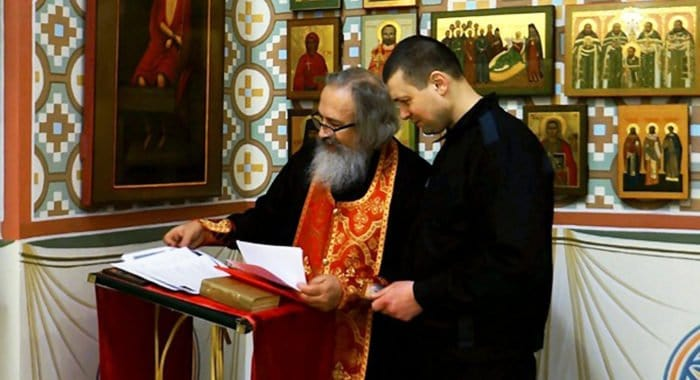 По просьбе патриарха Кирилла пожизненно осужденного пустили в храм