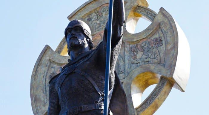 В центре Калининграда установили памятник святому Александру Невскому