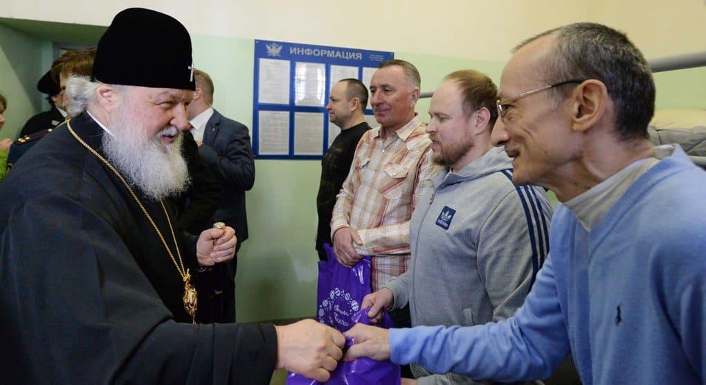 В день памяти Николая Чудотворца патриарх Кирилл призвал посильно помочь заключенным