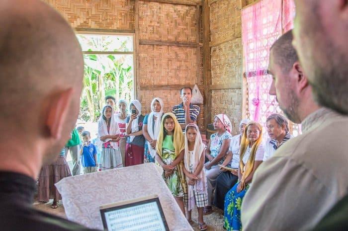 Жители филиппинской деревни ради празднования Пасхи возвели храм