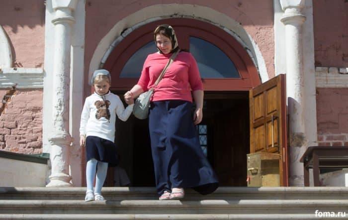 «А летом мы – к нему в гости»: как москвичи стоят в очереди к святителю Луке