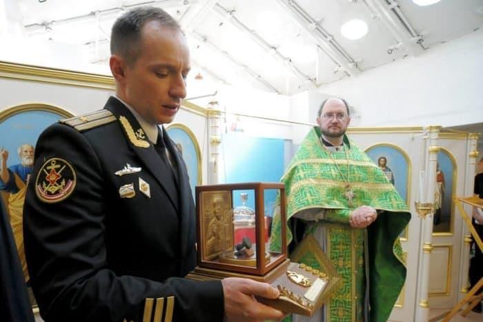 Молитва на крейсере «Аврора»: без деления на красных и белых
