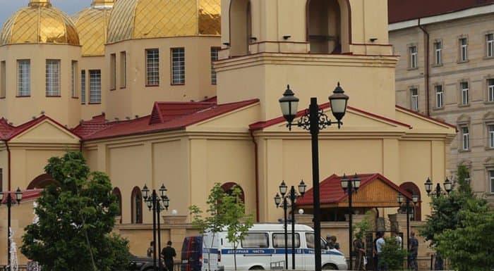 Погибшего от рук террористов верующего похоронят на территории храма Грозного