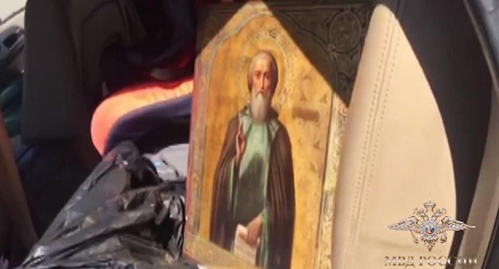 Полицейские нашли 10 старинных икон, украденных из нижегородского монастыря