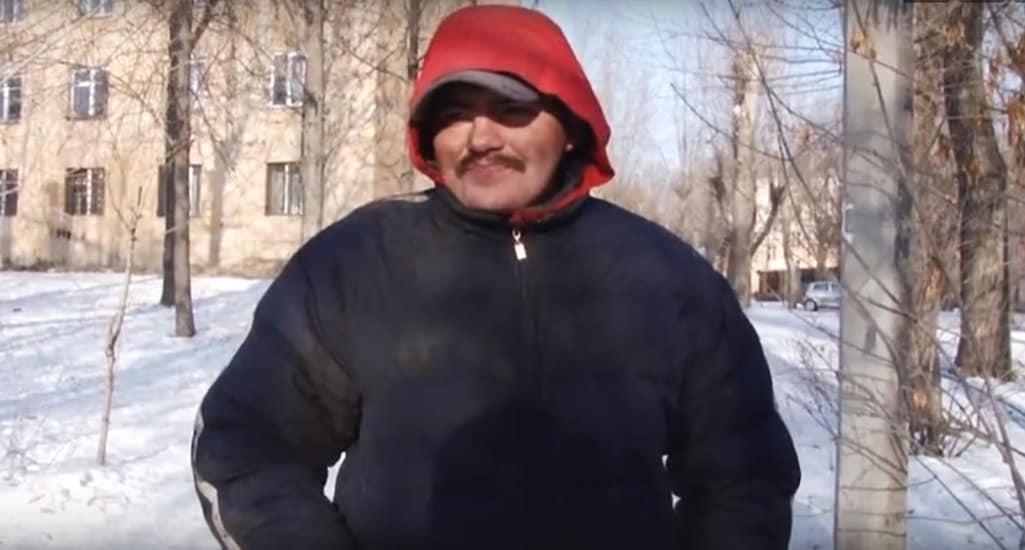 Челябинский бездомный помог больному, а потом обрел дом и нашел работу