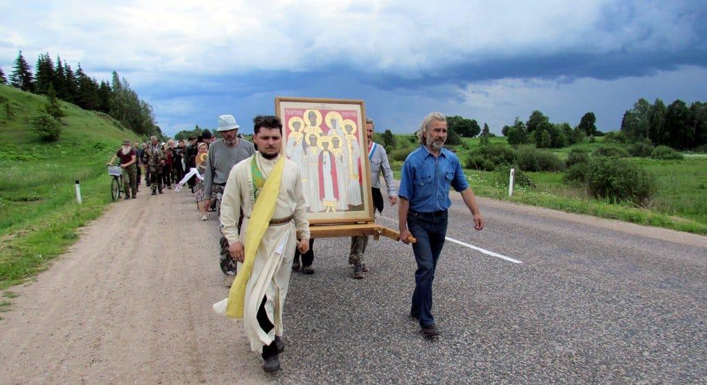 Начался 700-километровый крестный ход в честь Царской семьи