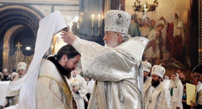 Патриарх пожелал митрополиту Тихону поднять духовность Псковщины