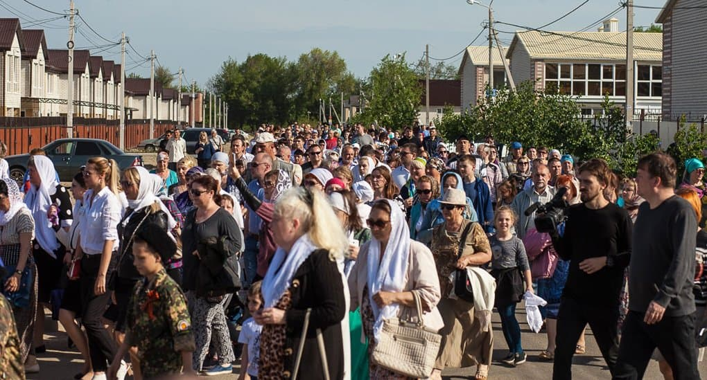 В Михайловске целый район вышел встретить мощи двух великих святых