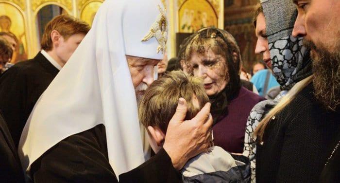 Помощь страдающим духовно обогащает самого священника, - патриарх Кирилл