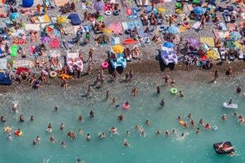 Сочи, пляж на побережье Черного моря