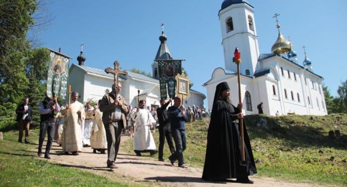 Первая Литургия в восставшем из руин монастыре