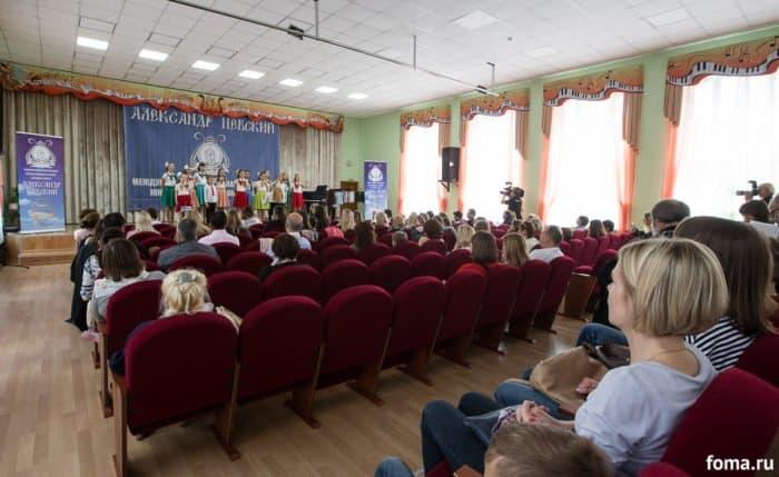 «Разрушить официоз»: в городе детства спели о Боге и надежде