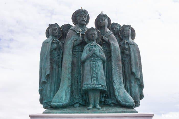 """""""Мы ничего не забыли"""": в Годеново освящен памятник семье Николая II"""