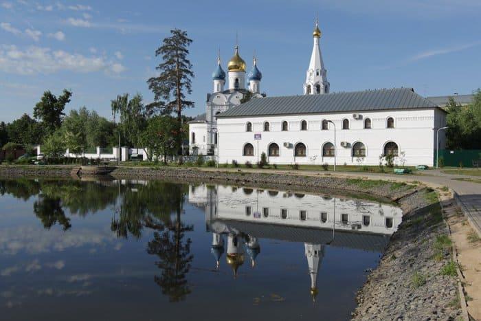 В подмосковном Дедовске освятили единственный городской храм
