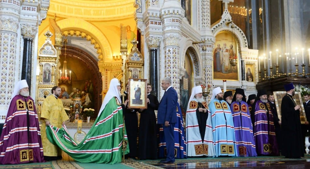 Глава МВД передал патриарху Кириллу 10 икон, похищенных из нижегородского монастыря