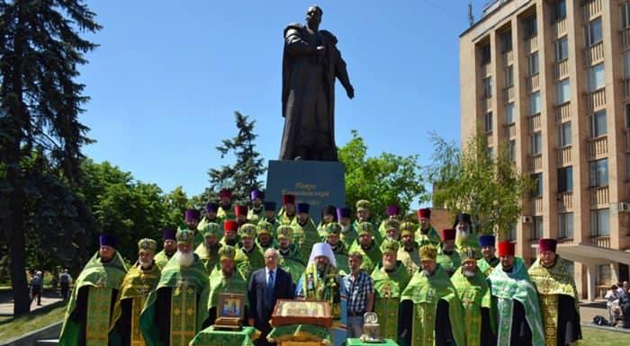 Памятник святому атаману Петру Калнышевскому открыли в Кривом Роге
