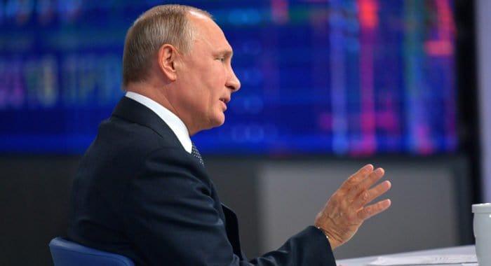 Одно из решений проблемы демографии - привлечение соотечественников из-за рубежа, - Владимир Путин