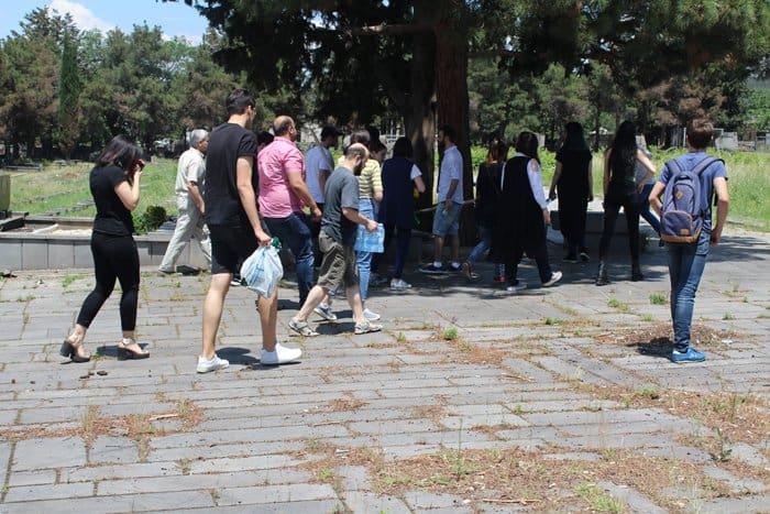 Тбилисцы привели в порядок могилы советских воинов