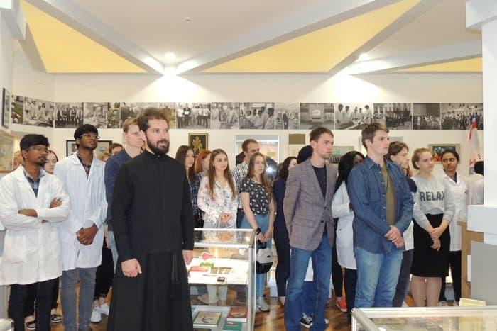 Курские медики-студенты знакомятся со служением милосердия Царской семьи