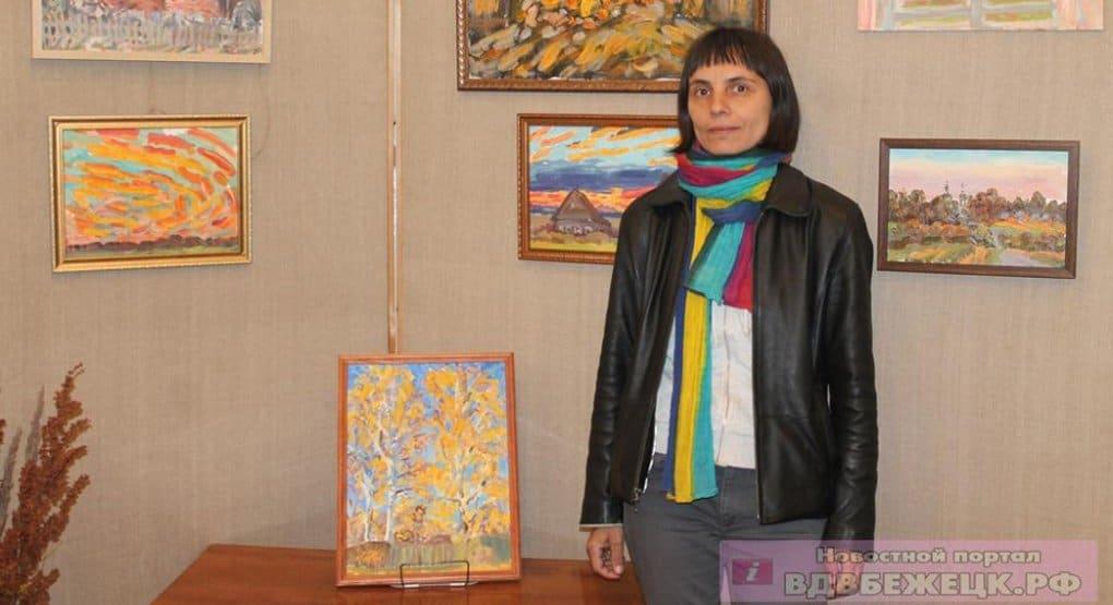 В Бежецке показывают картины художницы Ксении Наумовой, оформлявшей номера «Фомы»