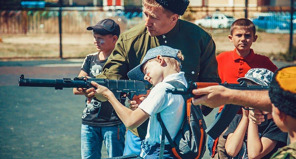 Юных астраханцев обучили стрельбе и военному делу