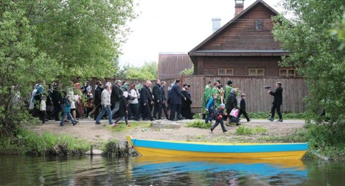 Ещё доплывём: в озерном городе возродили традицию уникального крестного хода