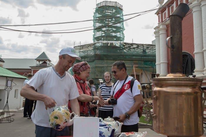 Зарубежные болельщики узнали о святынях Высоко-Петровского монастыря