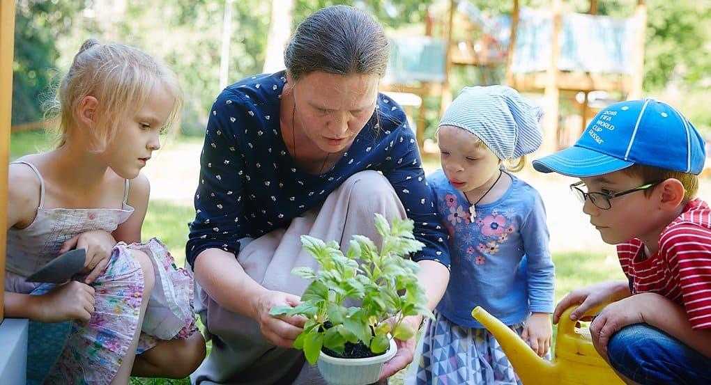 На день рождения актриса Нонна Гришаева попросила вместо подарков помочь 3-летней девочке