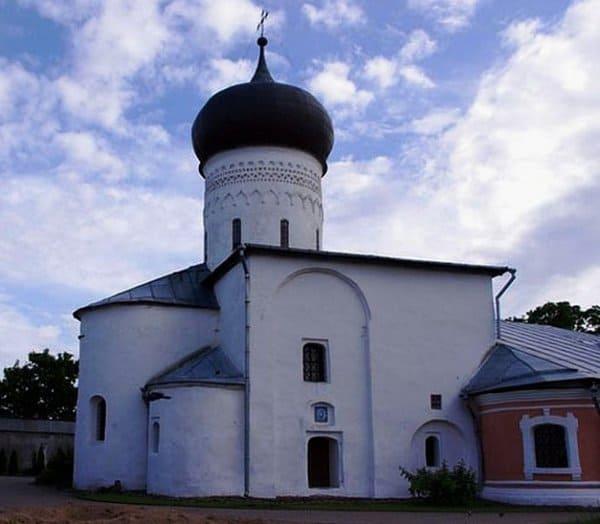 Ранее неизвестные фрагменты фресок обнаружили в храме Снетогорского монастыря
