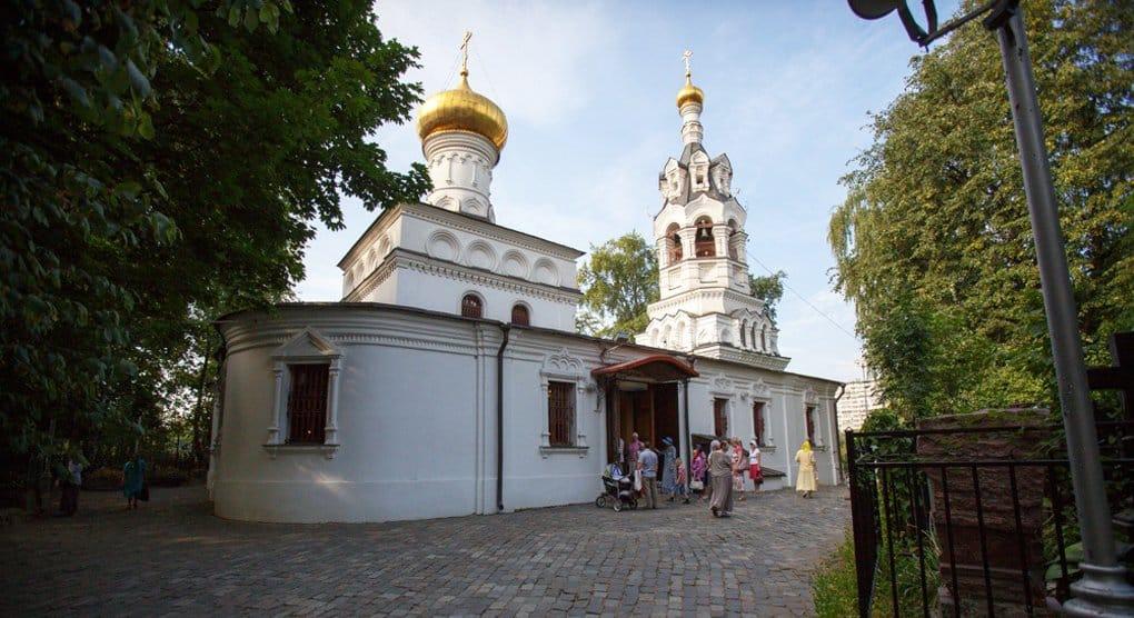 Из храма Илии Пророка в Черкизове украли украшения с чтимых икон