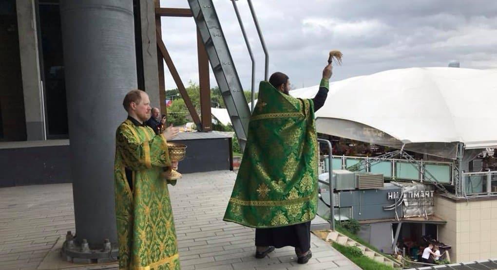 В Москве освятили канатную дорогу с Воробьевых гор в Лужники