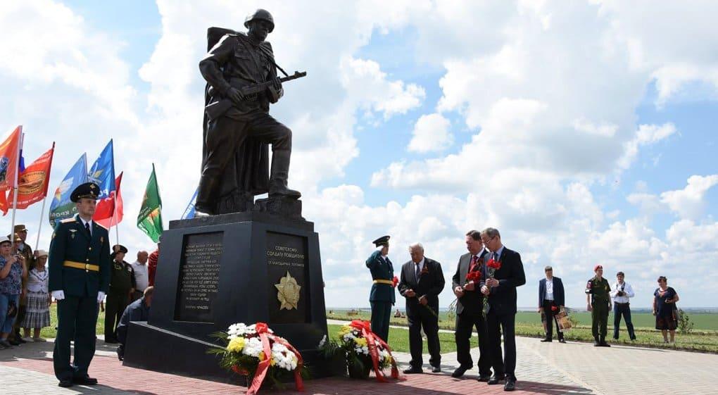 Памятник советскому Солдату-победителю открыли под Курском