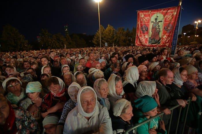 Патриарх Кирилл возглавил ночную Литургию на 100-летие гибели Царской семьи