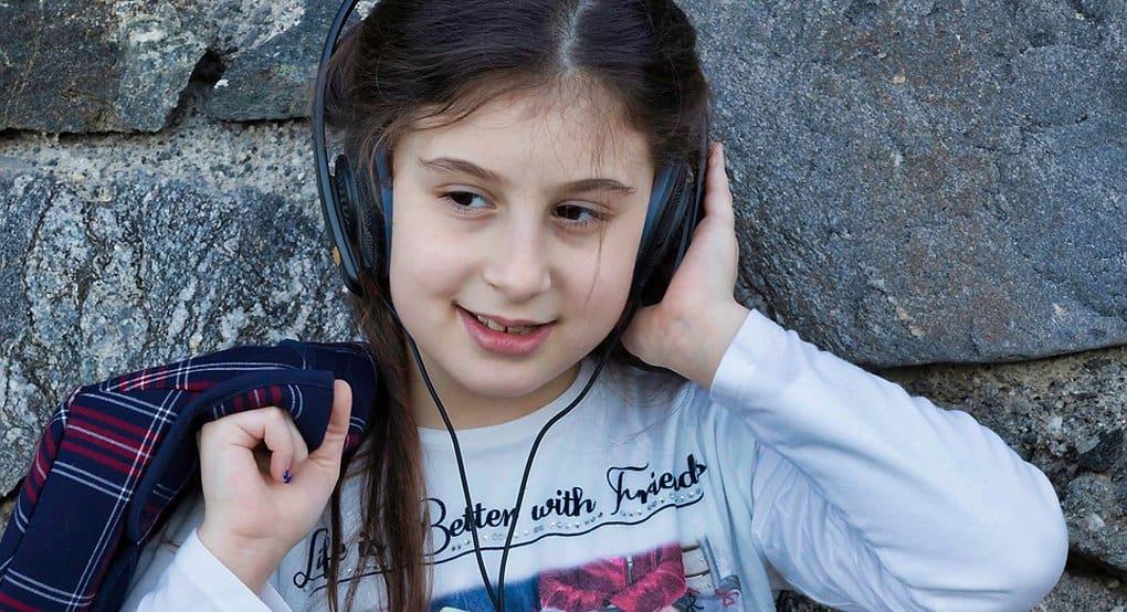 Привить ребенку любовь к чтению можно аудиокнигами, - писатель Дмитрий Емец