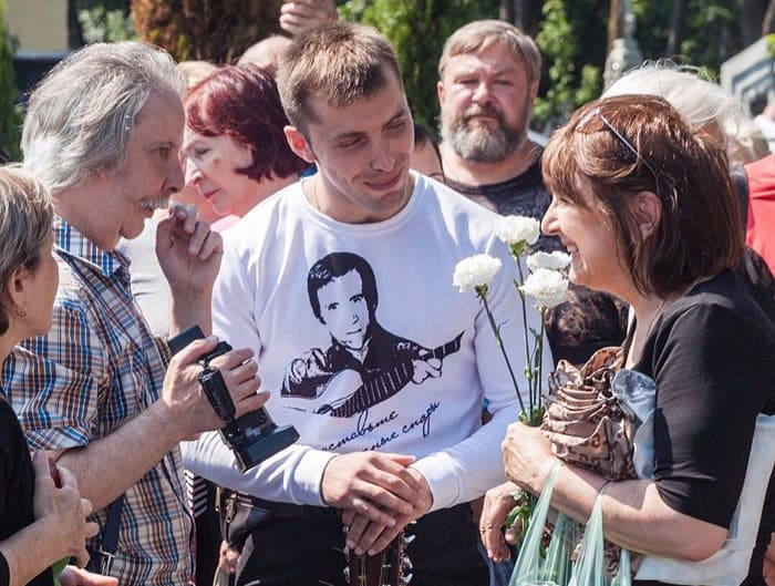 В день смерти Владимира Высоцкого на его могиле совершили литию