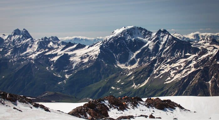 При восхождении на Эльбрус погибли пятеро российских альпинистов