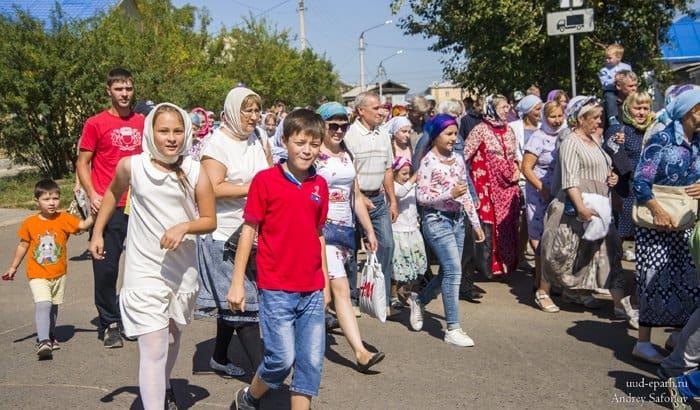 Детский крестный ход в Улан-Удэ перед началом учебы KrHodDetiUlanUde4