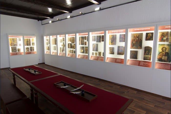 Сибирские народные иконы представили в уникальном музее Сузуна