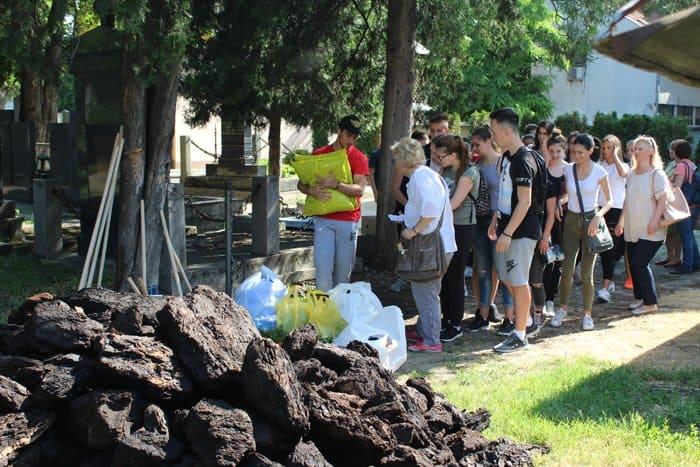 Жители и гимназисты сербского Нови-Сада облагородили русское кладбище
